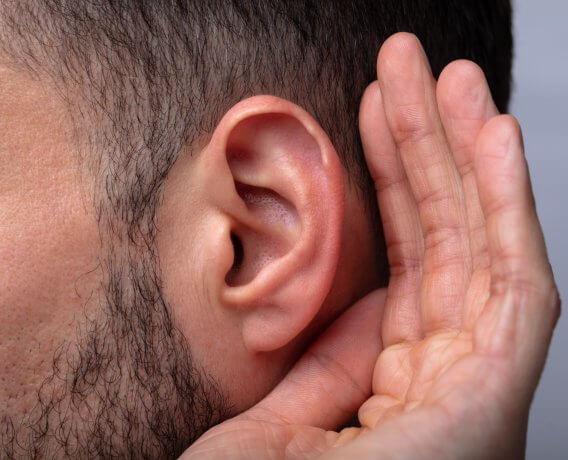 przyczyna niedosłuchu