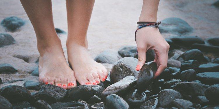 wrastanie paznokci